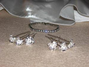 ...vlásenky a náramok...vlásenky kúpené na www.svadbamoja.sk