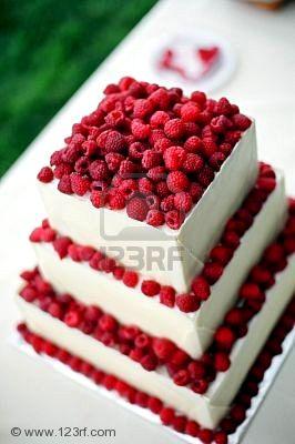 Sny a inšpirácie - svadobná  torta bude určite ovocná - jahodová