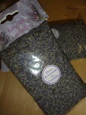 nemiesto hádzania ryže bude levanduľa - ďakujem milášekovi Bibe za skvelý darček :)