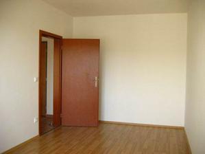 září (kolaudace) - ložnice - vstup z chodby