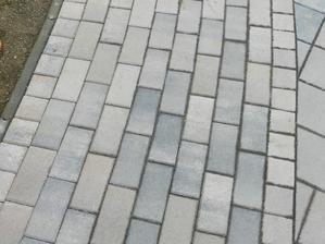 spôsob ukladania dlažby na chodníkoch