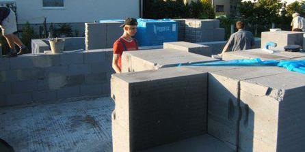 25.8.2007 - začína sa ťahanie múrov