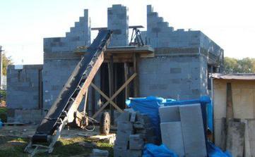 oktober 2007 - ťahanie múrov na poschodí