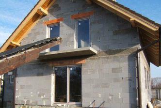 december 2007 - už sú okná aj dvere