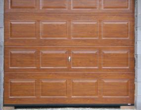 január 2008 - aj garážová brána je na mieste