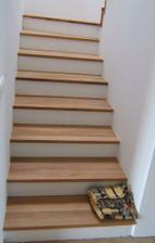 schody obložené drevom