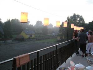 večerní terasa