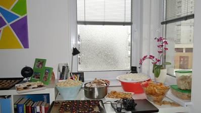 Na Vianoce sme už pripravený jedna časť pečeného bola odložená v novej izbe. Na okne nám zamrol dážd a vytvoril krásny vzor na okne