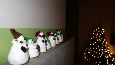 moja tvorba - snehuliačikovia ktorí zdobia náš krb