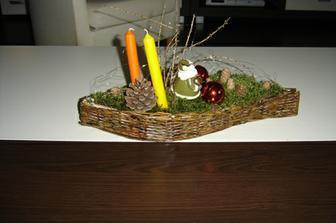 moja dekorácia na stôl začínam s papierovým pletením  tak som si spravila košíčky na dekorovanie