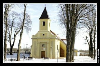 tu spečatia našu lásku navždy je to malá kaplnka za naším rodným mestečkom