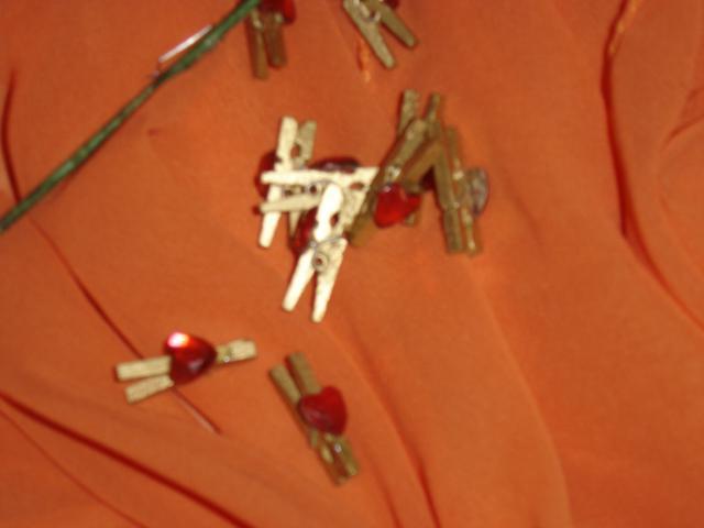 Naše prípravy - štipčeky na menovky k svadobnému stolu