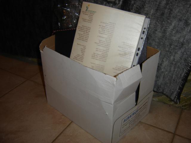 Naše prípravy - všetko to čo je na fotkách je v mojej izbe uložené v tejto krabici
