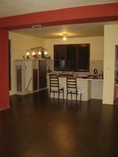 zbúraním tej steny sme spojili kuchynu a obývačku najprv sme zvolili kombináciu žltá a červená