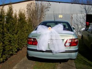 takúto mašlu určite na zadok auta