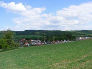 Pozemok je tesne pod horami s krásnym výhľadom do dediny