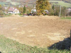 Ľudia myslia, že ideme stavať Tesco - rozhrnutá zem vyzerá, akoby sa kopalo všade