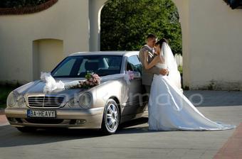 Pri svadobnom autíčku