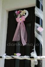 Vlastnoručne vyrobená výzdoba na dvere