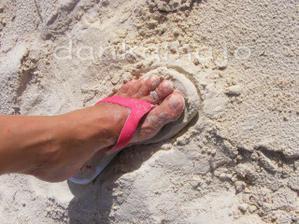 ... a piesok takýto bielučký
