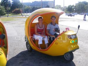 Jeden z mnoho druhov taxíkov v Havane