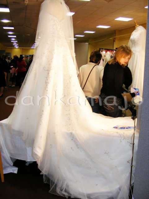 Weddings show Bristol - A nádherná vlečka vzadu