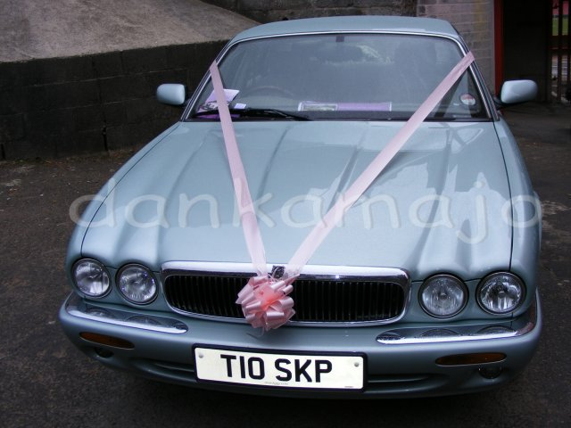 Weddings show Bristol - Angličania si na výzdobu áut akosi nepotrpia...
