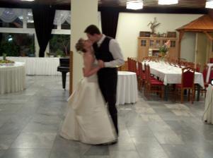 trošku rozmazané, ale je to náš prvý tanec...
