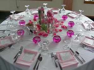 stůl prostření