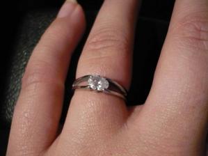 zásnubní prstýnek, moooooc krásný..