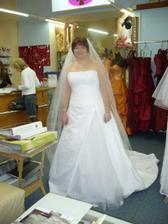 1. šaty, přesně takové jsem si přála, nebyly mi schváleny Pavčou ani Helou