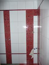 Tak a pokracujeme ,pridana mozaika aj v sprchovacom kute este aj na podlahu