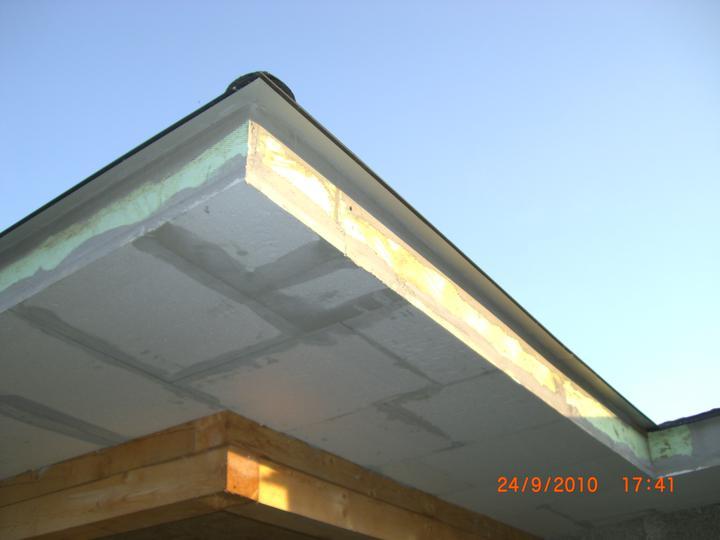 Nas domcek - zatepleny podhlad pod strechou
