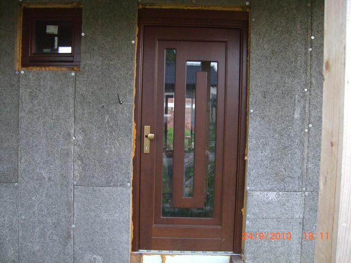 Nas domcek - Nase vchodove dvere,som spokojna
