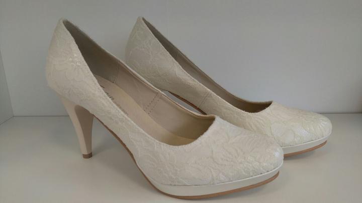 1ae74977c6f6 Krásne čipkované a hladké svadobné topánky. Rôzne veľkosti a výška ...