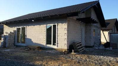 a konecne mame okna a dvere...Rehau Geneo...zatial spokojnost, uvidime ked budeme byvat :-)