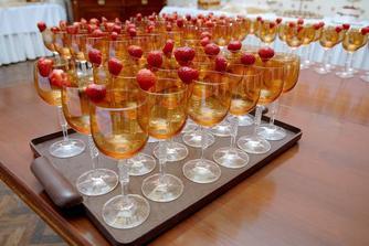 pre všetkých - zatial iba pripravené poháre, ktoré sa servírovali na stoly