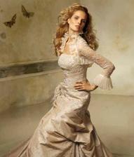 vybrané šaty-budu je mít v krémové barvě