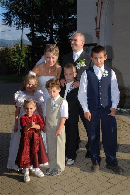 Anna Uhliariková{{_AND_}}Roman Hirner - s najmladšími hosťami svadby