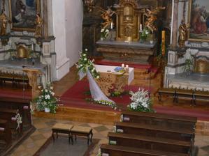květinová výzdoba kostela byla úchvatná