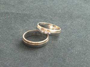 naše prstýnky po úpravě 3 zlatníků