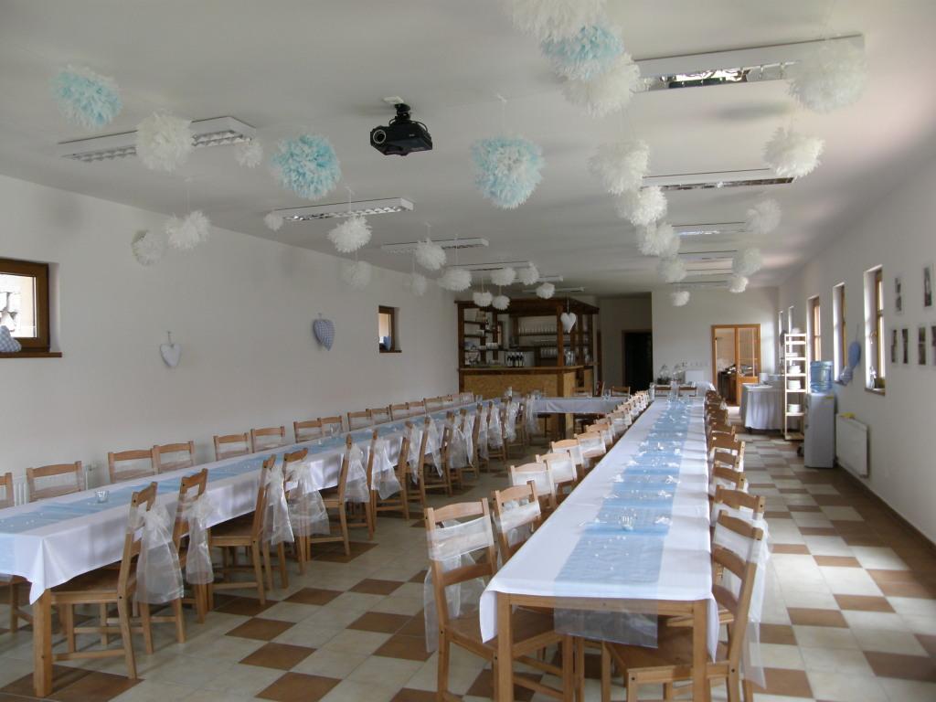 Iveta Šejvlová{{_AND_}}Ondřej Bydžovský - výzdoba místnosti na svatební párty