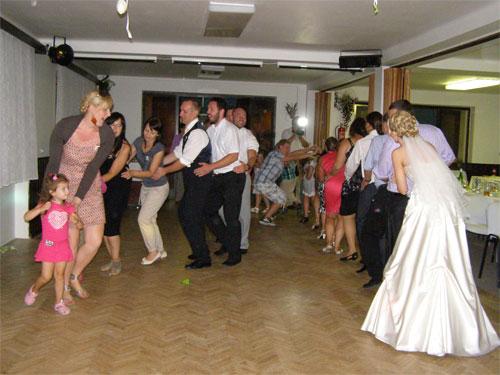 Úžasná svatba na Montelope - Radka a Radek - ........tradiční svatební mašinka............. :o)
