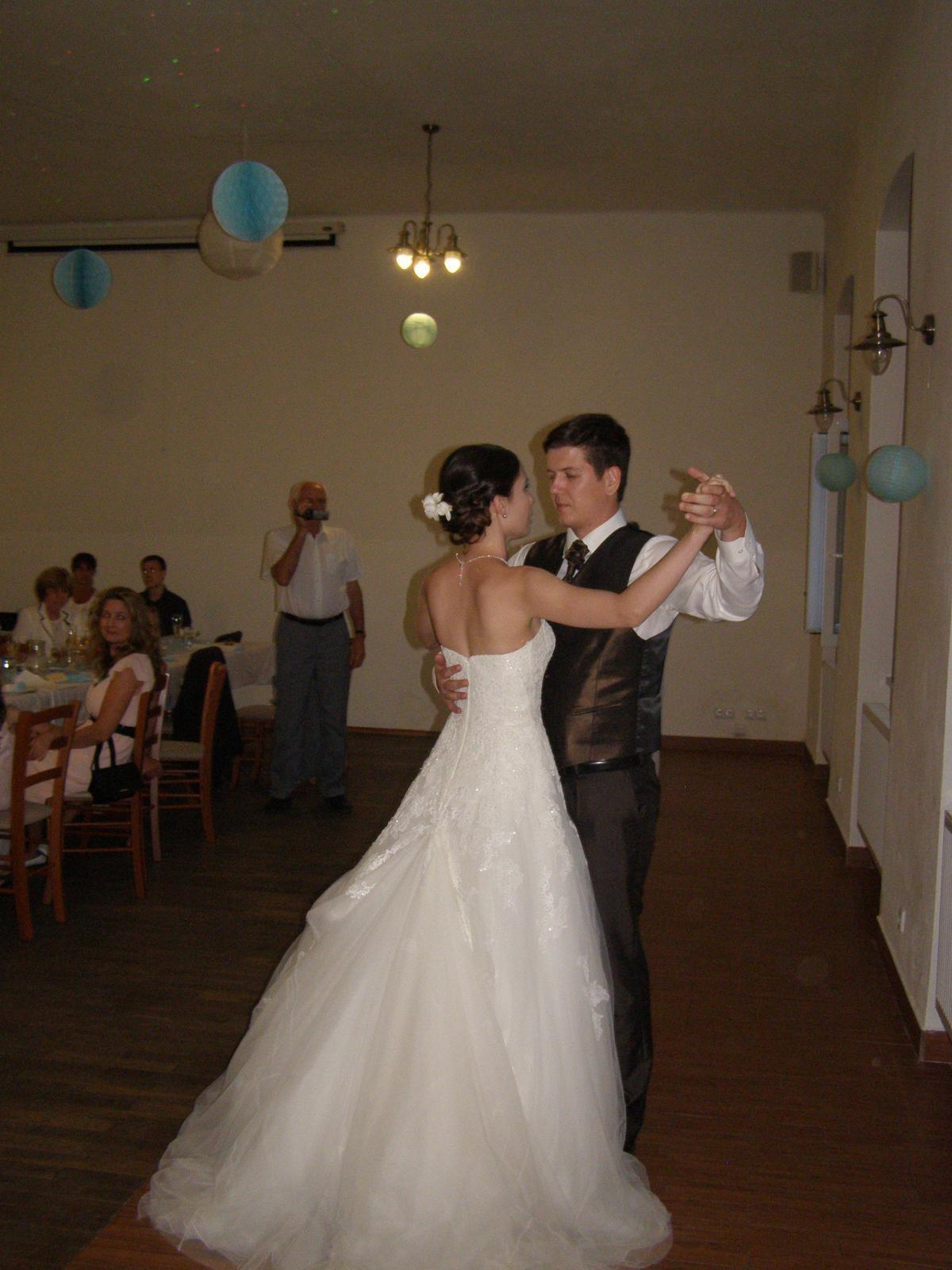 Pivovar Podlesí - svatba 2.9.2016 - ......první tanec novomanželů.......