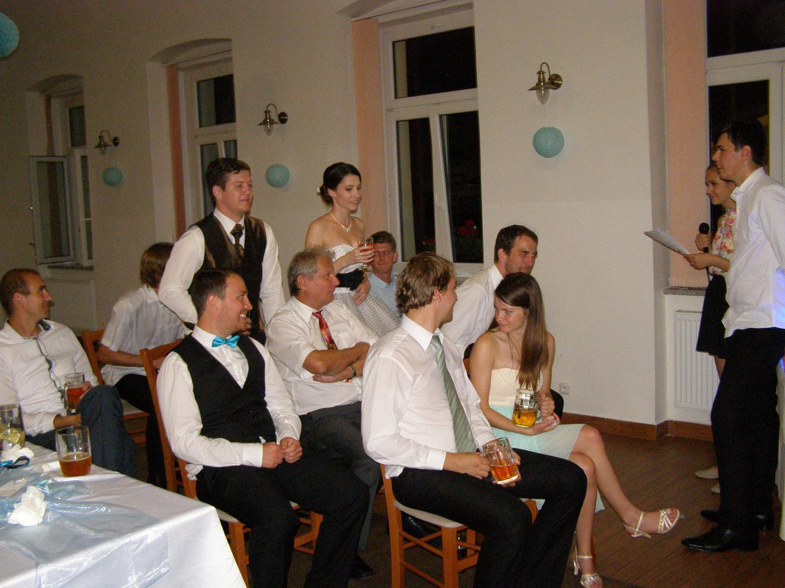 """Pivovar Podlesí - svatba 2.9.2016 - ...............a """"král s královnou"""" se v královském kočáru příjemně svezli......................."""