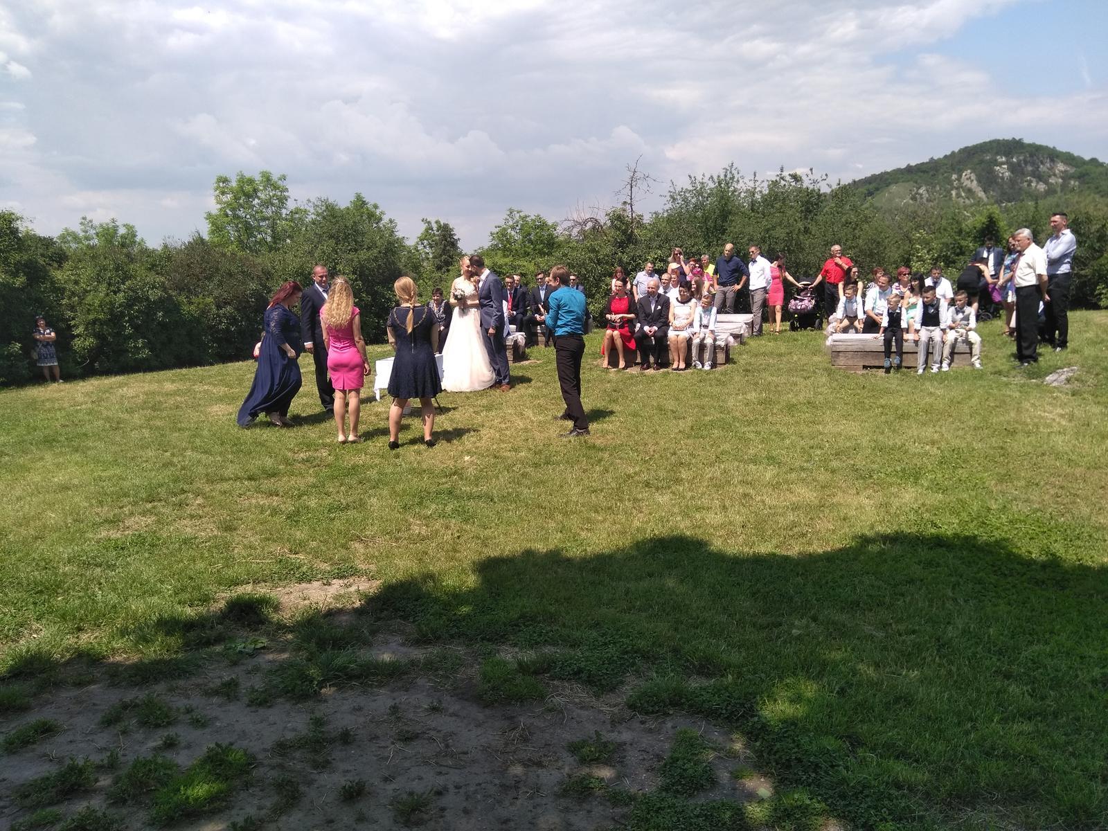Pár momentek z nedávno proběhlých svateb... - Obrázek č. 1