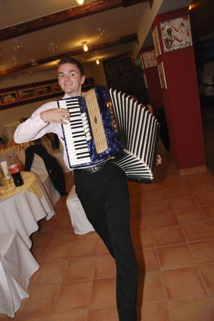 Martina Markovičová{{_AND_}}Martin Ďurica - nas skvely DJ, ktory vsetkych super zabavil