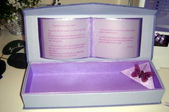 a uz je hotove : ) ... este som do toho vlozila fialove penove lepienky ... tie sa rozpustaju v kupeli ; )