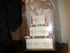 takuto papierovu torticku mi vyrobila kolegynka z prace, ziena ma 61 rokov-mila babka je to, ze?