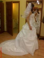 jenže nepoužitelný na mé svatbě - nepohodlné díky vyztužené spodničce